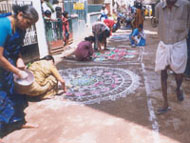 Mrs.Rani Krishnan conducts a Rangoli Competition for the public.